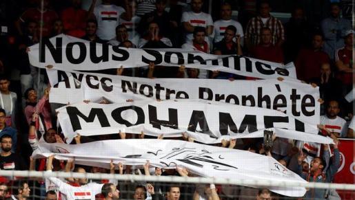 """""""Je suis Mohamed"""", banderole brandie en plein match des Bleus au Qatar, le 18 janvier 2015"""