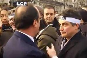 """Fou rire du dessinateur Luz (Charlie hebdo), lors de la """"marche républicaine"""" du 11 janvier 2015 à Paris"""