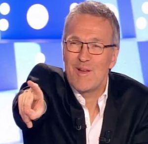 Ruquier, hôte grossier, qui pointe ses invités du doigt...