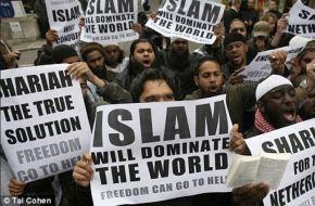"""""""L'islam dominera le monde""""""""La charia est la vraie solution""""""""Au diable, la liberté"""""""