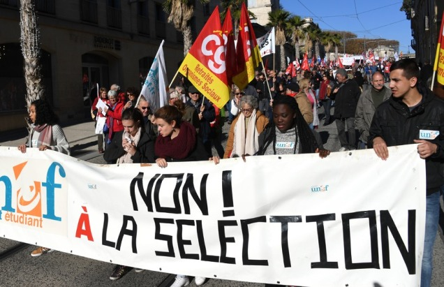 blog -chienlit etudiante-syndicats UNEF manifestant vs selection a universite-Montpellier-le-16-novembre-2017.jpg
