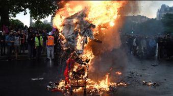 blog -effigie Macron brulee Pl Nation Paris-1ermai2018