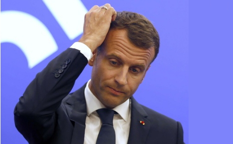 blog -Macron soucieux.jpg