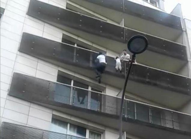 blog -Malien sauve enfant en escaladant facade immeuble Paris18-27mai2018.JPG