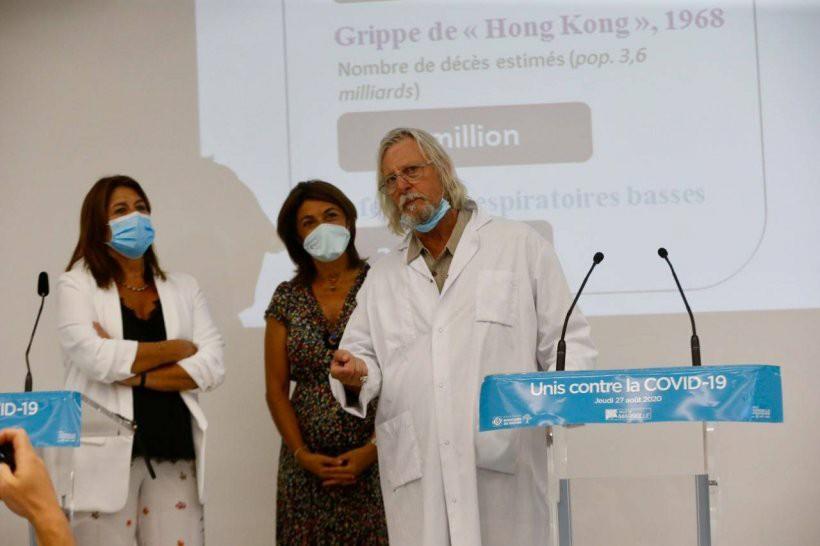 Martine Vassal, présidente du conseil départemental et de la métropole, Michèle Rubirola, maire de Marseille, et Didier Raoult, lors de leur conférence de presse commune sur le thème «Unis contre la Covid-19», jeudi.